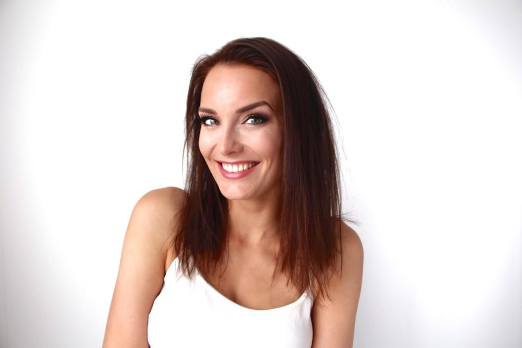 lady smiling at the camara